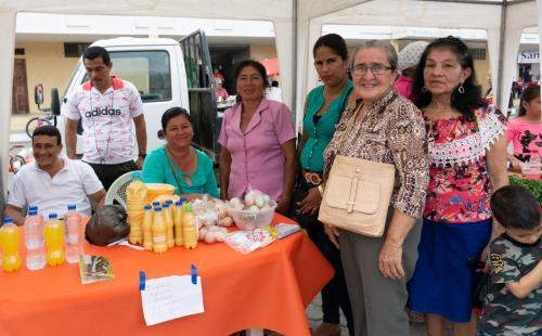 Mujeres beneficiarias de la entrega de kits agropecuarios, talleres y capacitaciones