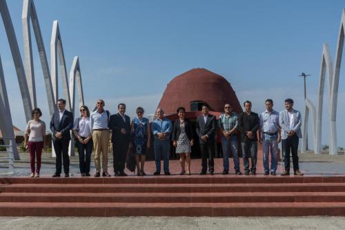 Autoridades frente al Mausoleo Memorial Eloy Alfaro