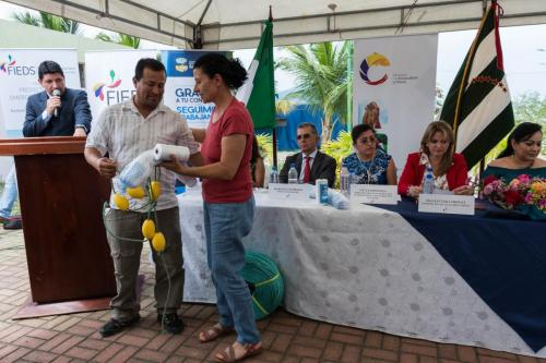 Entrega simbólica de kits de artes de pesca