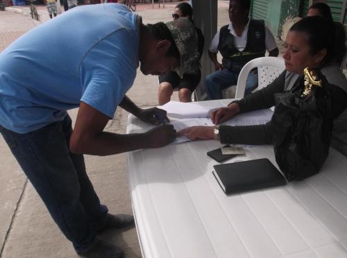 Firma de acta de entrega-recepción de y compromiso de buen uso de los kits de artes de pesca artesanal